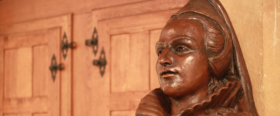 Buste en terre cuite représentant Jeanne d'Albret (XXe siècle)